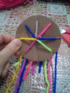 braccialetti colorati fai da te, realizzazione