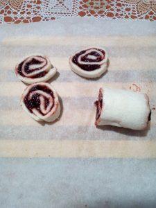 preparazione delle girelle alla marmellata
