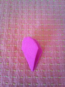 realizzazione fiorellino di carta crespa
