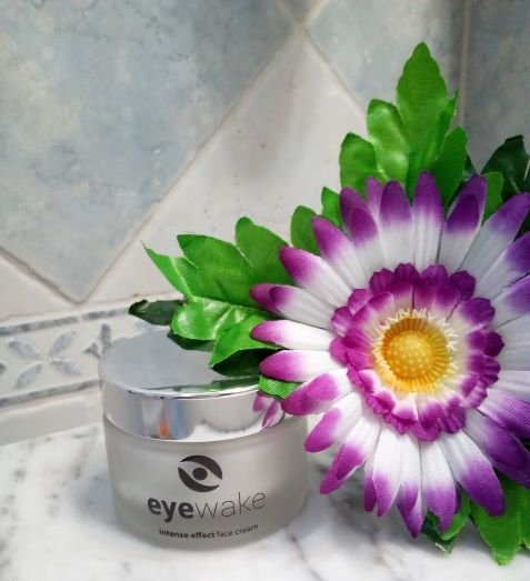 crema viso intense effect di Eyewake